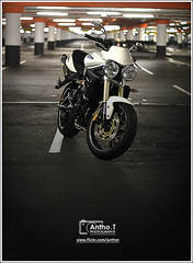 Triumph Street Triple (Antho.T) Tags: park street car night shoot leo parking vince triumph moto l triple sbk