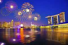 SINGAPORE 2012 New Year Countdown :: Firework :: (Kenny Teo (zoompict)) Tags: yahoo google marinabay marinabaysands zoompict kennyteo singapore2012newyearcountdown