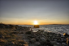 The Sun, before sunset. (la1cna) Tags: winter sunset sea seascape norway landscape norge vinter hiking sony natur waterscape landskap vestfold brunlanes kysten northseatrail nevlugnhavn nex5 sonynex5
