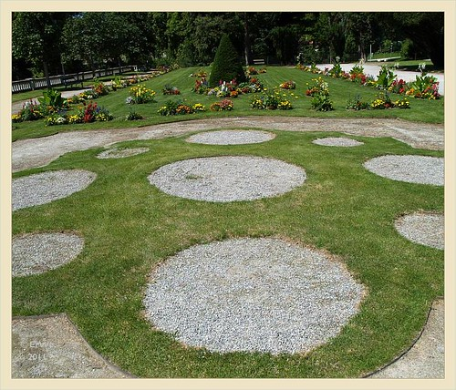 Schlosspark Eisenstadt 'barockparterre' vor orangerie, verfuellte wasauchimmer 2011-06