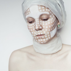 white.two (una.knipsolina) Tags: portrait woman white color face female square mask bodypainting dots knipsolinade