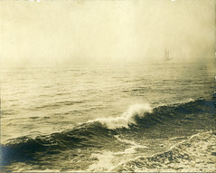 (Le merle tourdi) Tags: ocean old morning sea mer mist water fog sailboat vintage boat photo newjersey fishing eau ship photographie yacht asburypark foggy photograph emmab 1910 bateau vague brouillard voilier matin ancienne cume pche navire brumeux golette schrooner