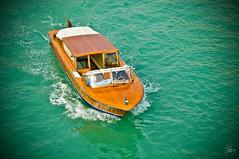 eh taxi! (S.M.H.M.) Tags: travel bridge venice italy boat canal venise grandcanal rialto smp monier stephanemonierphotography