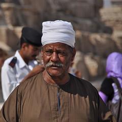 Giza Gaze (Mondmann) Tags: travel portrait man tourism northafrica egypt middleeast egyptian pyramids giza candidportrait nikond90 mondmann