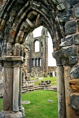 St Andrews Cathedral, St Andrews, Fife, Scotland (caledoniafan) Tags: old friedhof church beautiful graveyard grass wall scotland gate fife alt lawn ruin scenic kirche historic ruine gras portal standrews tor historicscotland gravestones chapterhouse mauer burialground rasen schottland grassy grabsteine historisch standrewscathedral malerisch abteikirche churchruin abbeychurch beautifuldetail cathedralruin caledoniafan