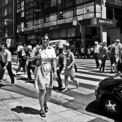 It's happening / Está sucediendo (Claudio.Ar) Tags: street city people bw woman men topf25 argentina square buenosaires candid sony ciudad dsc h9 claudioar claudiomufarrege