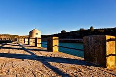 Pantano de Almansa (Jose Casielles) Tags: color luz agua torre pantano cielo pasarela yecla barandilla fotografíasjcasielles