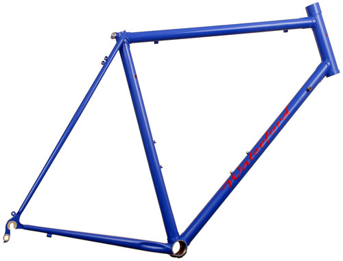 <p>Side view of 22-Series Artisan frame in Han Purple.  Includes flat cap seatstay treatment, Red Artisan decals and 20mm head tube extension. 62780</p>