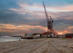 Bacalan Grue (TripPhoto85) Tags: street beautiful port de soleil nikon eau bordeaux coucher ciel nuage bateau paysage quai beau grue urbain 2016 aquitaine bacalan d5100