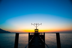 Fishing x photography (*waito) Tags: sunset hk sun airport magic maintenance magichour