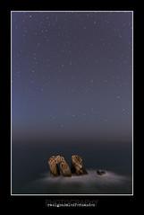stargate (raulgonzalezphoto) Tags: longexposure cliff costa seascape night stars paisaje estrellas nocturna acantilado cantabria polaris quebrada largaexposicin liencres firmamento firmament pilagos estrellapolar urros portio