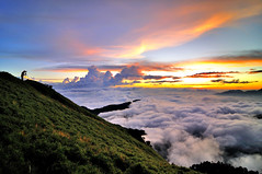 Mt. Hehuan (Vincent_Ting) Tags: sunset sky mountain night clouds star glow taiwan trails flare formosa   crepuscularrays startrails                 seaofclous