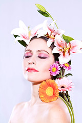 Natural Beauty Shot (Quique Maas) Tags: flowers woman naturaleza flores beauty mujer shot natural flor photoshooting ortrait
