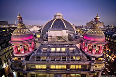Toit Haussmannien (never ends) Tags: pink blue roof paris rose yellow night jaune canon opera haussmann nightshot top bleu garnier toit printemps 1022 paris9