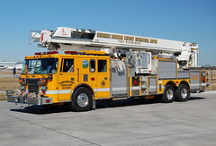 Cincinnati Northern Kentucky International Airport - 1996 Pierce (kyfireenginephoto) Tags: pierce ladder bronto truckcompany piercelance