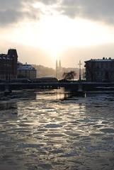 Golden sky over Stockholm (DameBoudicca) Tags: bridge ice water puente is agua eau wasser sweden stockholm schweden pont sverige bro brücke eis acqua vatten hielo suecia glace högalidskyrkan ghiaccio suède vasabron svezia strömsborg norrström norstedts