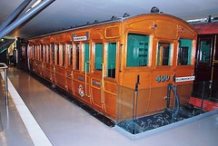 "Metropolitan Railway ""Ashbury"" bogie 3rd class compartment No.400 (hugh llewelyn) Tags: railway class compartment 400 third metropolitan ashbury londontransportmuseum"