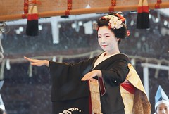 ( (nobuflickr) Tags: people woman beautiful japan dance kyoto maiko   kimono     yasakajinjashrine fumitama  miyagawachou 20120202dsc00104 65