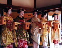 ready for mamemaki~  (mel in japan) Tags: kyoto maiko geiko geisha setsubun kitanotenmangu mamemaki naokazu katsuru katsune satohina ichimari