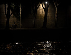 La solitude, la nuit... (Nachett) Tags: light people paris reflection luz water rio seine night river bench person persona noche agua eau solitude gente riviere silhouettes banco lumiere reflejo soledad reflexion nuit siluetas personne banc gens fleuv