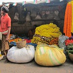 "Howrah Flower Market <a style=""margin-left:10px; font-size:0.8em;"" href=""http://www.flickr.com/photos/14315427@N00/6829198199/"" target=""_blank"">@flickr</a>"