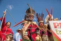 SU_PortoAlegre0599 (Visit Brasil) Tags: horizontal brasil retrato portoalegre evento riograndedosul cultura sul tribo instrumento comgente diurna avenidaedvaldopereirapaiva desfilefarropilha