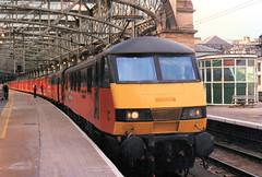 90017 (R~P~M) Tags: uk greatbritain electric train scotland unitedkingdom glasgow railway locomotive 90 glasgowcentral railexpresssystems