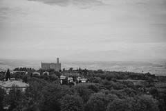 Volterra (m.a.r.c.i) Tags: italien bw italy nature landscape blackwhite italia noiretblanc volterra fujifilm monochrom toscana landschaft fujinon marci toskana schwarzweis xe1 xf1855mmf284