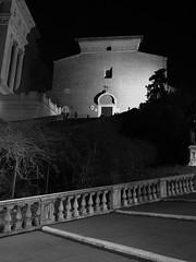 Roma_Notturno_246_1718 (Dubliner_900) Tags: bw rome roma monochrome nightshot olympus bianconero lazio notturno micro43 handshold mzuikodigital17mm118 omdem5markii