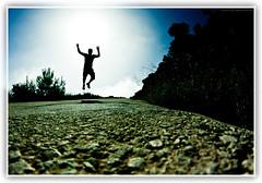 El que buen salto da, a sus pies se atiene (Juan Ramn Jimnez) Tags: contraluz jump salto silueta doubleniceshot tripleniceshot