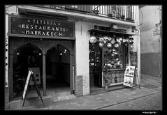 Calles de Granada - 2 (Enrique Gandia) Tags: street sky españa black blancoynegro clouds canon calle spain andalucia cielo alhambra granada nubes sierranevada mirador andwhite sannicolas canonistas enriquegandia