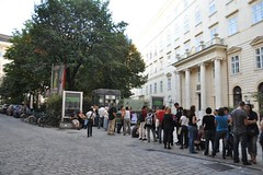 """Visitors queuing in front of DiD Vienna during the """"night of the museums"""" (Dialogue-in-the-Dark) Tags: vienna building exhibition did visitors venue dialogue dialogimdunkeln dialogueinthedark didinternational"""