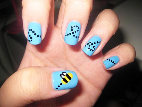 Bumble bee nails