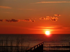 oltre le rive (prima_stella) Tags: tramonto nuvole mare cielo sole salerno takenwithlove primastella mindigtopponalwaysontop lovelyflickr oltrelerive ilprimotramontodel2012 laseradel31hannodettocheimparerannoasuonarequestacanzone musicadedicataaeduardoegilberto