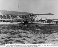 Lt TG Ellyson, Coronado Polo Grounds, 27Jan11 (San Diego Air & Space Museum Archives) Tags: airplane aircraft aviation coronado usn aviator biplane curtiss navalaviation unitedstatesnavy ellyson coronadopologrounds theodoregordonellyson theodoregellyson theodoreellyson navalaviatorno1