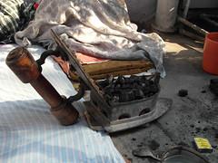 Naugharana ironing - Delhi 2011-11 (Takemany Showfew) Tags: charcoal ironing olddelhi shahjahanabad kinaribazaar naugharana