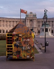 Feuerleitstelle / Command Post (bartholmy) Tags: vienna wien art monument bench graffiti streetlamp kunst htte bank palace hut camouflage passerby passant denkmal tarnung unterstand getarnt holfburg strasenlaterne durchlatscher