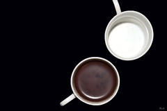 Chocolate caliente para uno. (Dumitru Mihai) Tags: white abstract black artistic chocolate cups tasses xocolata