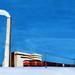 冬の貨物列車と煙突(2011年)