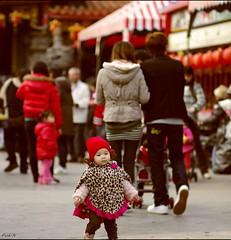 龍鳳宮 (麻瓜不懂魔法 (OFF)) Tags: red people baby pentax walk soe k5 fa77mmf18 flickraward photosandcalendar streetsnapshot platinumheartaward goldstaraward panoramafotogrfico blinkagain bestofblinkwinners art2011