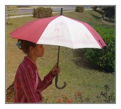 the umbrella (kurtwolf303) Tags: woman topf25 umbrella topf50 topf75 500v20f cuba streetphotography caribbean frau 800views kuba omd karibik schirm viales 900views 1000v40f 250v10f systemcamera unlimitedphotos strasenfotografie micro43 microfourthirds olympusem5