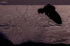 Skimboard Flying (rudolphlomax) Tags: light luz water against flying agua nikon perfect surf waves shadows board wave aerial sharp alta sharpen esporte esportes sombras velocidade contra masterpiece voo skim skimboard areo manobra d90 congelado nitidez pauba sununga radicais ntido perfectshoot