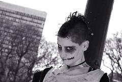No me simpatizas (ARACELOTA) Tags: girl dead punk zombie angry muerto enojada walkingdead enojo zombiewalk2011