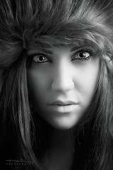 Nordic (Explored) (Malia Len ) Tags: light portrait woman face hat canon eyes retrato cara ojos malia nordic sombrero rostro pelitos malialeon