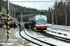 425.954-5 Stary Smokovec 12-03-03 (Tin Wis Vin) Tags: slovakia railways locos dmu zssk