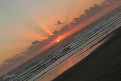 Atardecer inclinado (pibepa) Tags: sunset sea sky cloud atardecer mar tramonto nuvole playa andalucia panasonic cielo nubes cdiz ocaso nube nwn labarrosa nuvoli lumixtz5 dmctz5 pibepa lumix2011