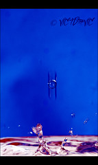 ... water is magic (9)... effect of velocity and light ... (VICTOR VIC) Tags: blue light macro luz water azul drops nikon eau stage magic tokina planning lumiere splash visual velocidad velocity effect goutte vitesse efecto visuel effet d90 olétusfotos