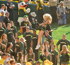 Oregon Ducks Cheerleader at 2012 Rose Bowl 2 (bloodyeyeballs) Tags: girl rose wisconsin oregon cheerleaders january ducks bowl badgers rosebowl pasadena universityofwisconsin universityoforegon 2012 oregonducks tournamentofroses big10 wisconsinbadgers pac12 nikond300 2012rosebowl