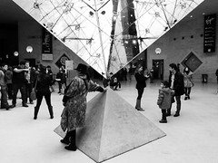 Paris  -  Les Sommets (Kalsa (m.a.mondini)) Tags: leica bw paris france architecture europa europe louvre streetphotography francia architettura parigi piramide flickrsbest kalsa worldtrekker damniwishidtakenthat vlux2 mariaadelaidemondini mamondini