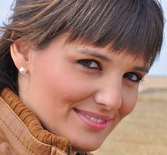 RETRATO AL NATURAL : EL ANGEL DE LA SONRISA DESPIERTA (marthinotf) Tags: retrato rocío rociovalladolid nikon sonrisa mirada planoderocío olétusfotos modelo lasimpatía mujer supershot